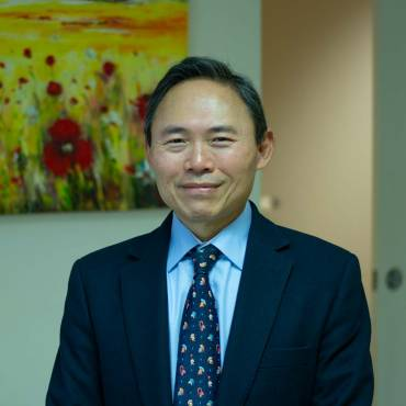 Dr Raymond Loh